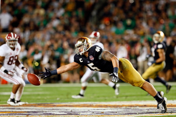 MIAMI GARDENS, FL - JANUARY 07: Manti Te'o #5 of the Notre Dame Fighting Irish tries to make a play on the ball against the Alabama Crimson Tide during the 2013 Discover BCS National Championship game at Sun Life Stadium on January 7, 2013 in Miami Gardens, Florida. (Photo by Kevin C. Cox/Getty Images)