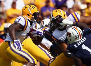 BATON ROUGE, LA - SEPTEMBER 19:  Leonard Fournette #7 of the LSU Tigers runs the ball for 71 yards against the Auburn Tigers in the first quarter at Tiger Stadium on September 19, 2015 in Baton Rouge, Louisiana.  (Photo by Ronald Martinez/Getty Images)