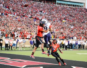 LUBBOCK, TX - SEPTEMBER 26: Josh Doctson #9 of the TCU Horned Frogs tips a pass while defended by Justis Nelson #31 and Jah'Shawn Johnson #7 of the Texas Tech Red Raiders during the fourth quarter on September 26, 2015 at Jones AT&T Stadium in Lubbock, Texas. TCU won the game 55-52. (Photo by John Weast/Getty Images)