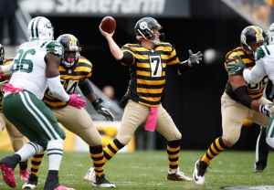 PITTSBURGH, PA - OCTOBER 09: Ben Roethlisberger #7 of the Pittsburgh Steelers throws a second quarter pass while playing the New York Jets at Heinz Field on October 9, 2016 in Pittsburgh, Pennsylvania. (Photo by Gregory Shamus/Getty Images)